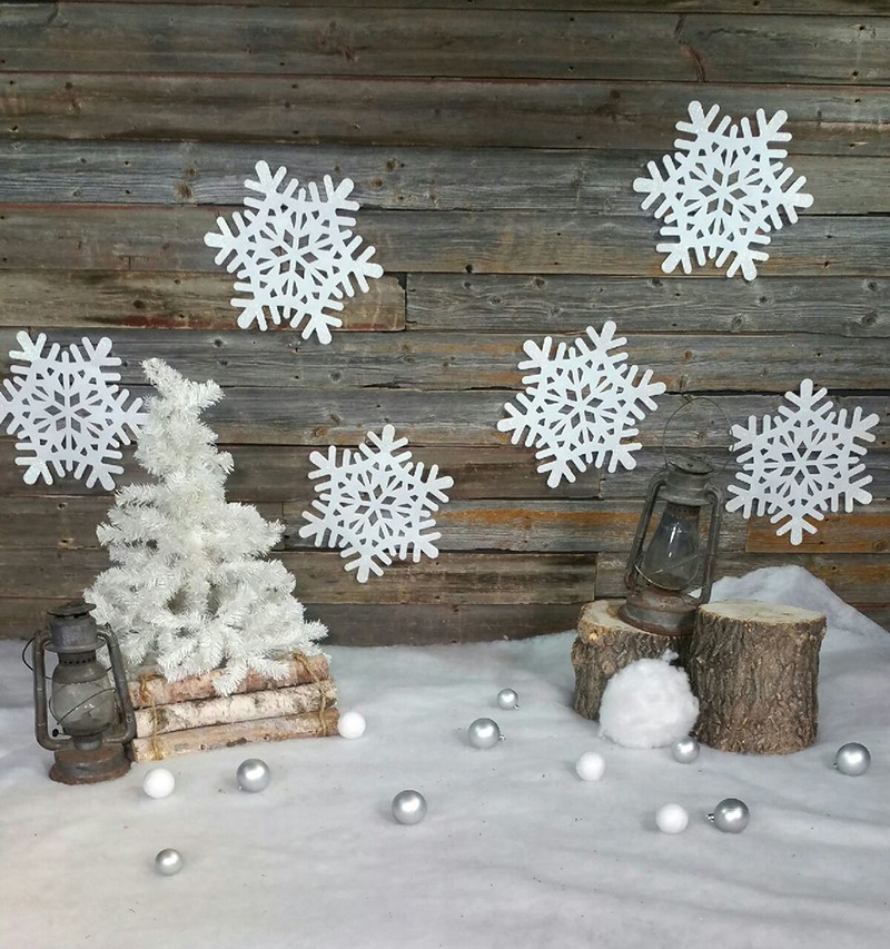 17 Snowflakes and barn board 800